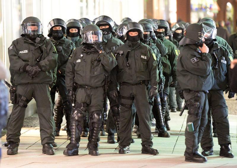 03.02.15 – Brutaler Polizeieinsatz ermöglicht Pegida Kundgebung