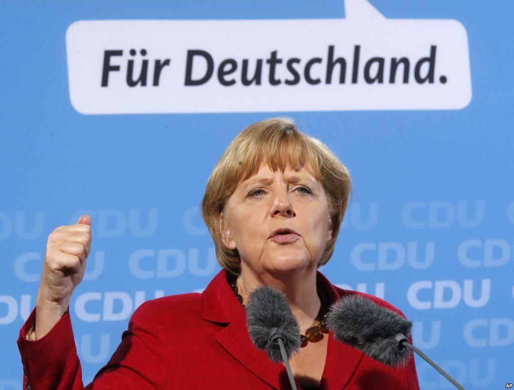 """04.11.15 – """"Aufstieg und Zerfall des deutschen Europas"""" Vortrag von Tomasz Konicz"""